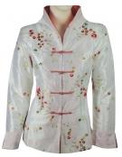 <p>Bijzondere jasjes gemaakt door eenatelier in Oost-Zhejiang. Het doel van het atelier is de Cultuur van traditionele kleding in combinatie met elementen van de westerse mode tot uiting te brengen ineen kledinglijn.</p>