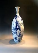 <p>Hieronder treft u een overzicht van onze collectie vazen aan. De vazen zijn grotendeels gemaakt van porselein en beschilderd in verschillende stijlen en technieken. Wanneer u de eerste foto aanklikt, kunt u op groot scherm doorbladeren. Veel kijk genot. Voor vragen kunt u ons altijd een email sturen.</p>