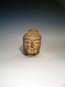 Buddha uit steen gehouwen.  Afmetingen ; 6x5x9 cm hoog. In 2 formaten. Zie ook artikel 8888-66 groter formaat